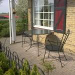 Terrastafel met stoelen.