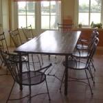 Keukentafel met stoelen.